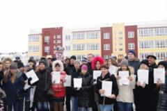 Заветные ключи: 47 сирот получили квартиры в микрорайоне Амур-2
