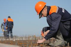 Владимир Путин поручил упростить въезд в Россию для строителей-мигрантов