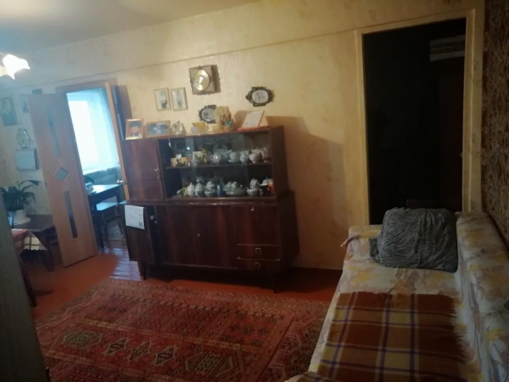 Продается трехкомнатная квартира за 1 600 000 рублей. Омск, Советский, ул. Коммунальная, 3.