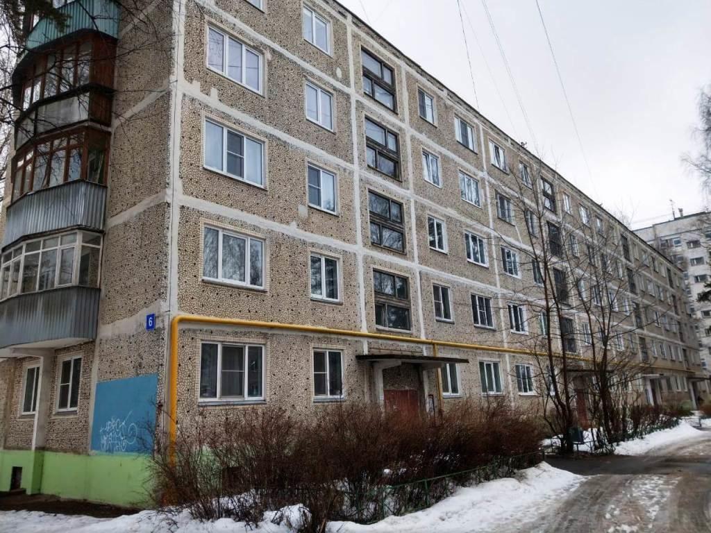 Продается двухкомнатная квартира за 2 250 000 рублей. Дмитров, мкр. ДЗФС, 6.