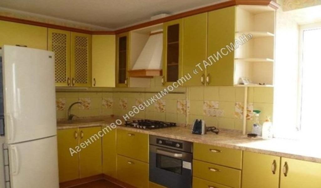 Продается двухкомнатная квартира за 3 150 000 рублей. Таганрог, ул. Чехова, 365.