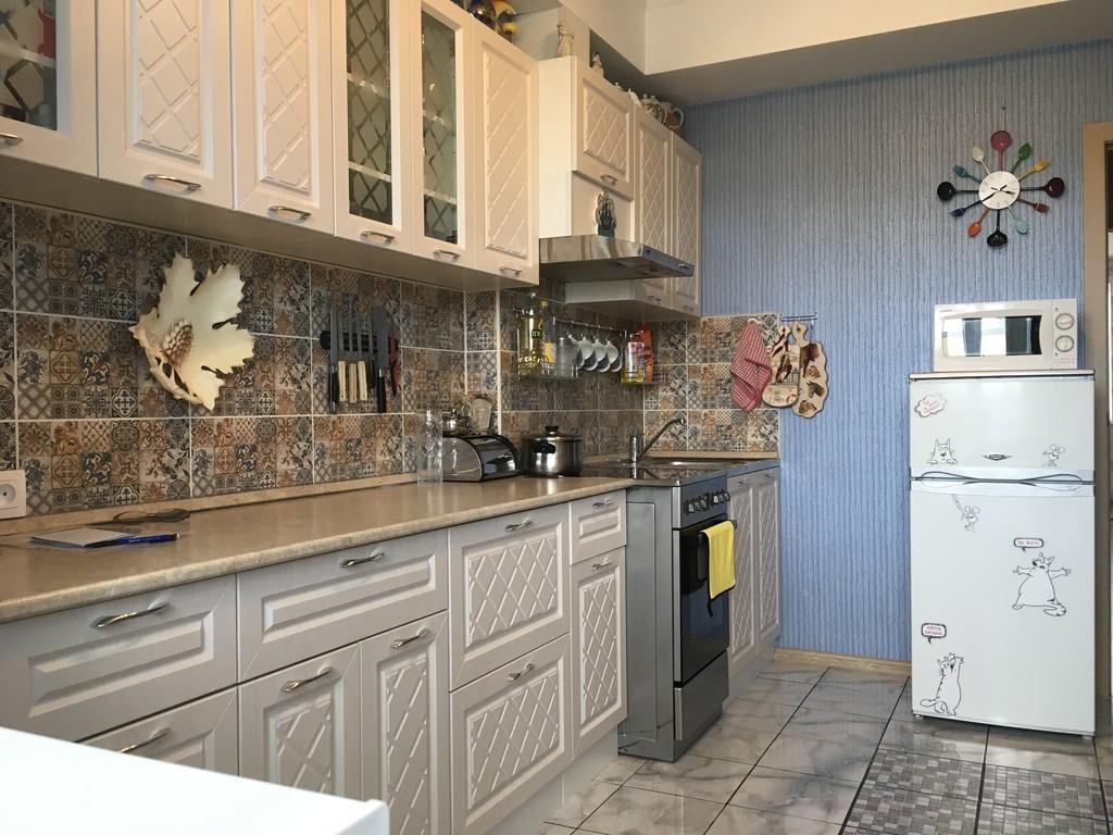 Продается трехкомнатная квартира за 2 800 000 рублей. Саратов, Волжский, ул. Хрустальная, 55Г.