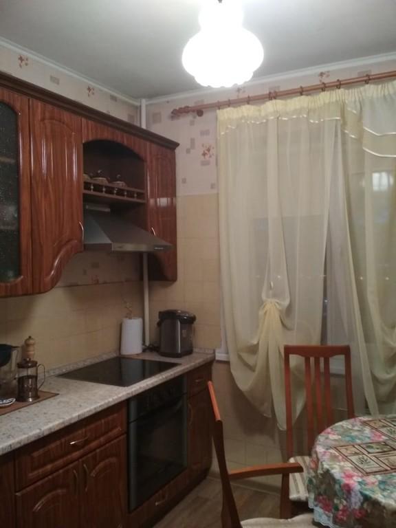 Продается трехкомнатная квартира за 3 500 000 рублей. Омск, Октябрьский, ул. Кирова, 12.