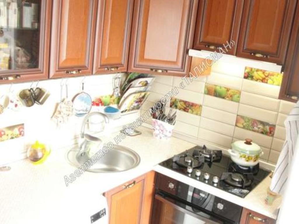 Продается двухкомнатная квартира за 2 030 000 рублей. Таганрог, ул. Сергея Лазо, 3.