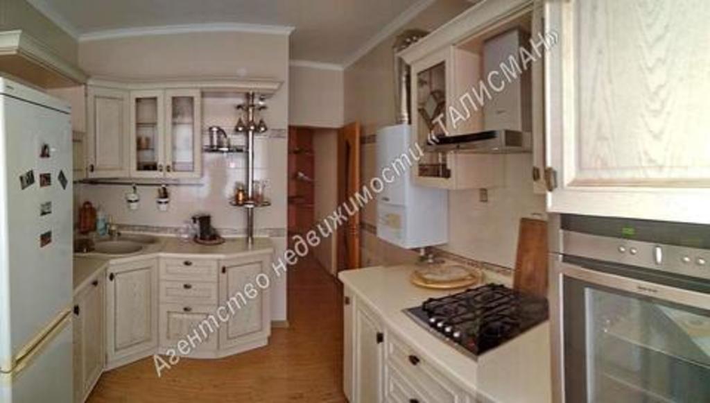 Продается двухкомнатная квартира за 4 300 000 рублей. Таганрог, ул. Чехова, 43.