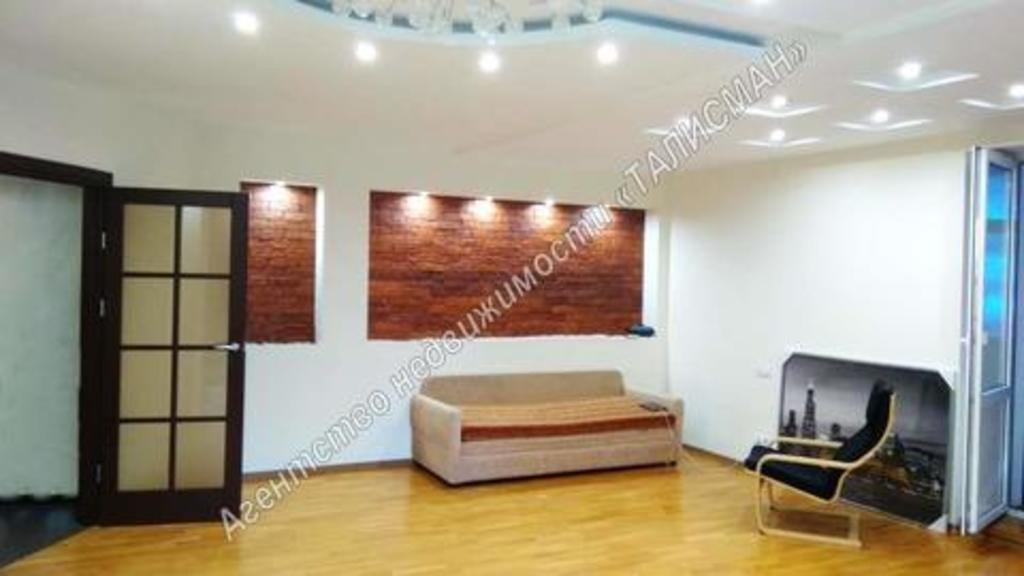 Продается двухкомнатная квартира за 3 000 000 рублей. Таганрог, ул. Дзержинского, 142.