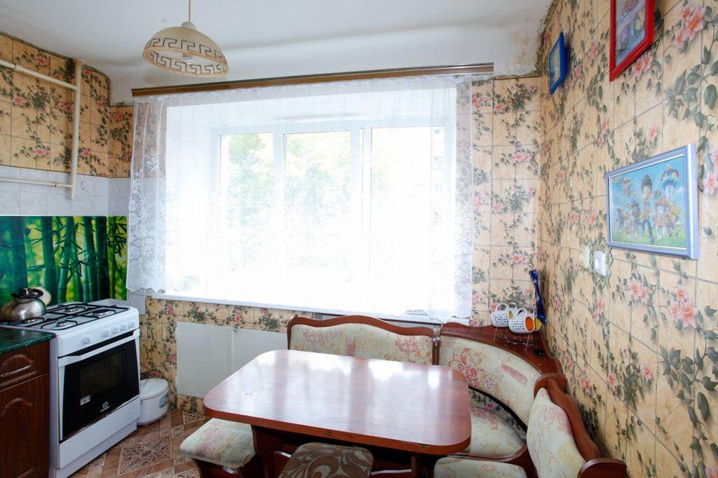 Продается однокомнатная квартира за 1 050 000 рублей. Омск, Октябрьский, пр-кт. Космический, 20.