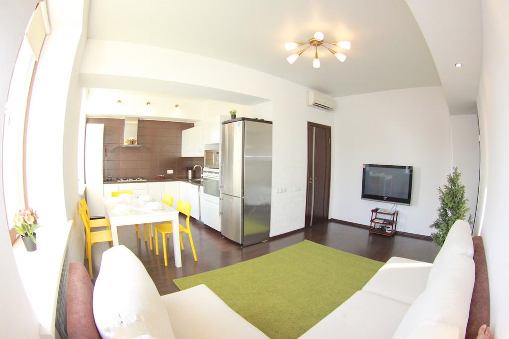 Продается трехкомнатная квартира за 5 300 000 рублей. г Омск, ул Красный Путь, д 8.