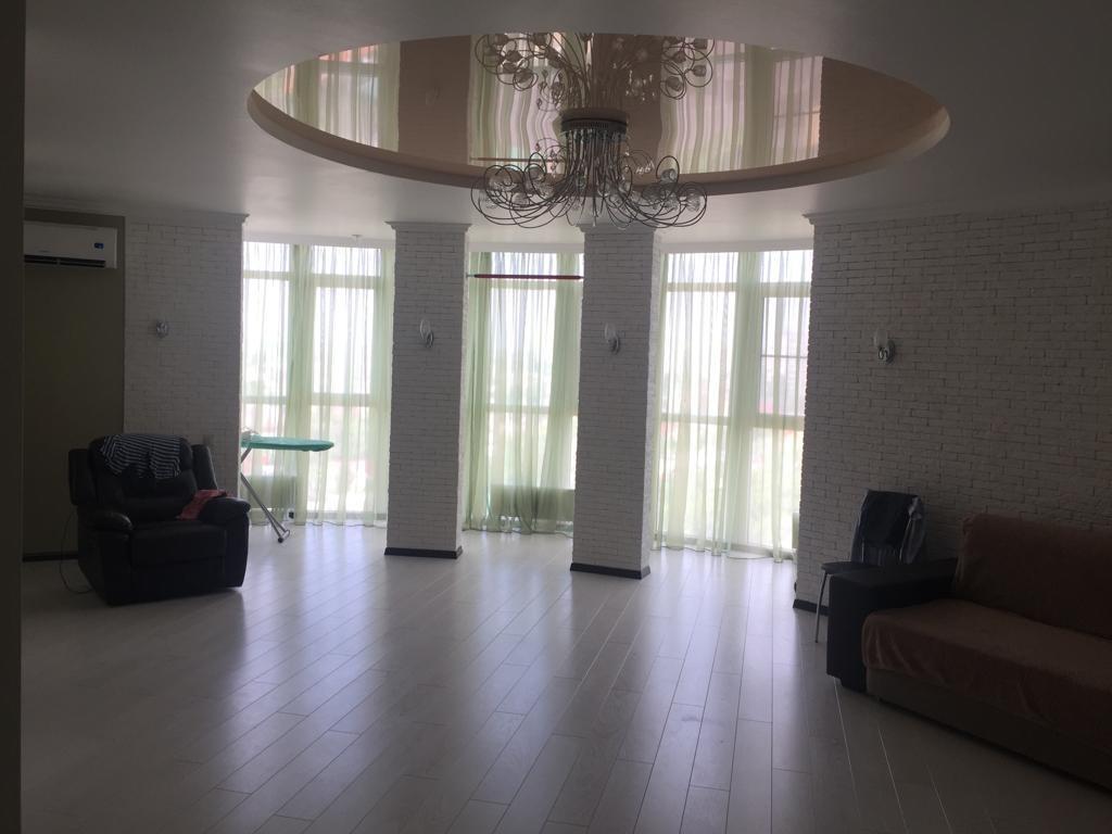 Продается трехкомнатная квартира за 8 500 000 рублей. г Краснодар, ул Бородинская, д 10.