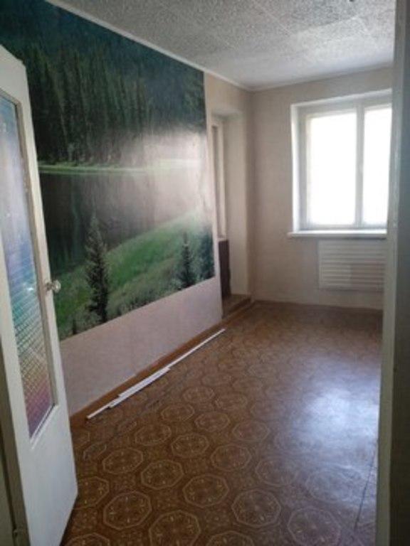 Продается двухкомнатная квартира за 1 500 000 рублей. Саратовская обл, г Энгельс, ул Строительная, д 2.