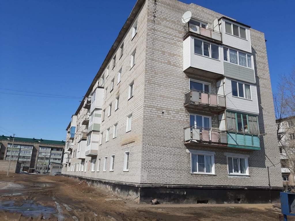 Продается трехкомнатная квартира за 925 000 рублей Алтайский край, Благовещенский р-н, рп Степное Озеро, ул Химиков, д 18